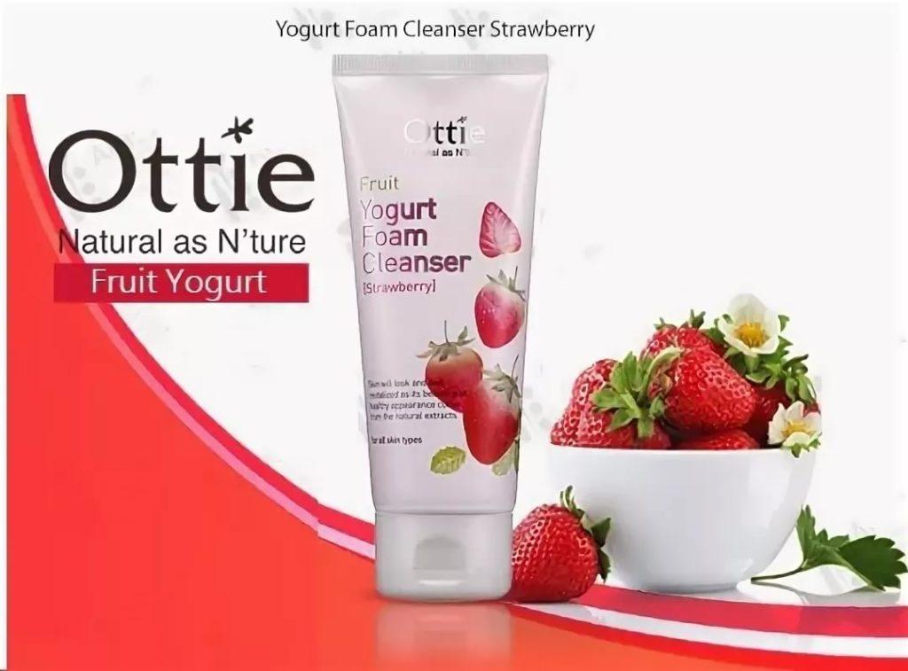 Клубничная йогуртовая пенка для умывания Ottie Fruits Yogurt Foam Cleanser Strawberry